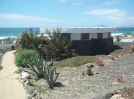 Hotel Photo: Famara Apartment Sleeps 4 WiFi