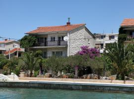 A picture of the hotel: Vinisce Apartment Sleeps 6