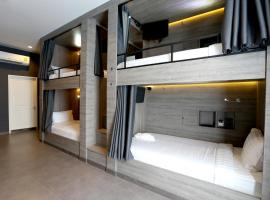 Hotel foto: 6 Female Dormitory Room En suite Bathroom and Balcony