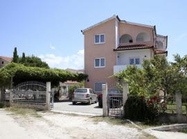 Hotel photo: Rogoznica Apartment Sleeps 3