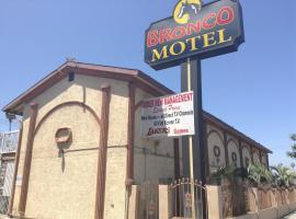 Hotel Photo: Bronco Motel