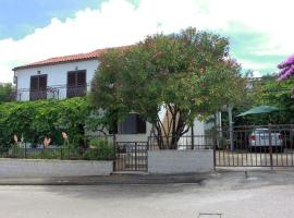 A picture of the hotel: Supetar Apartment Sleeps 4