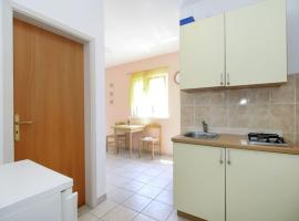 Hotel photo: Studio Apartment in Rogoznica with Balcony, Air Conditioning, Wi-Fi (4427-2)
