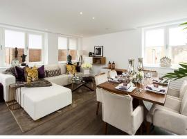 Hotel photo: NEW! Luxury 2 bedroom apartment by Windsor Castle