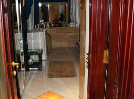 Фотография гостиницы: Per day rental Furnished Makram Ebeid Apt.
