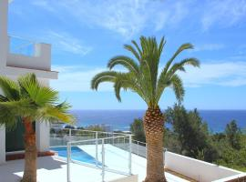 Hotel Photo: Santo Tomas Villa Sleeps 6 Pool WiFi