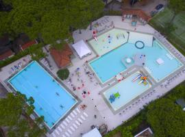 Hotel Photo: Chaletrent - Lido di Spina at the Beach