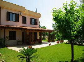 Hotel Photo: Castellana Grotte Villa Sleeps 4 Pool Air Con WiFi