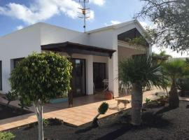 Hotel photo: Costa Teguise Apartment Sleeps 6 WiFi