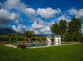 A picture of the hotel: Pietrasanta Apartment Sleeps 4 Pool Air Con