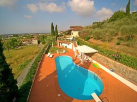호텔 사진: Capezzano Pianore Villa Sleeps 9 Pool Air Con WiFi