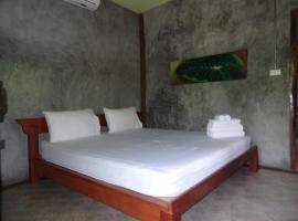 Hotel Photo: Baan Lamru