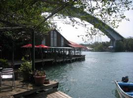 Hotel y Restaurante Backpackers Rio Dulce Town Guatemala