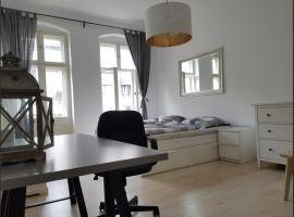 Kollwitzplatz! 3 Room City Apartment