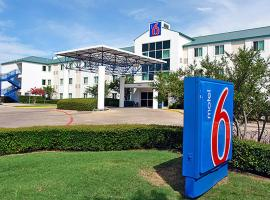 Hotel near Dallas Fort Worth Intl airport : Motel 6 Dallas - Fort Worth Airport North