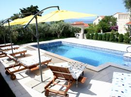 Hotel near  Brac  airport:  Apartments Šemper
