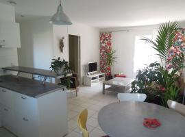 Hotel photo: Colombet Stay's - Rue Pitot