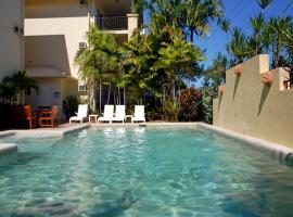 Hotel Photo: Bay Village Tropical Retreat & Apartments