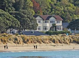 Hotel Photo: Beachfront Wellington Bed and Breakfast