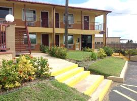Hotel Photo: Deluxe Inn Airport