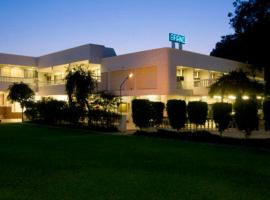 Hotel near Agra airport : Grand Hotel