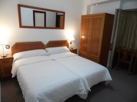 Hotel Photo: Hostal Arenal