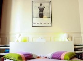 Gay B&B Tour Saint-Jacques, Paris