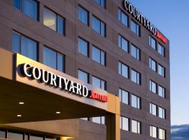 Hotel Photo: Courtyard by Marriott Montreal Airport