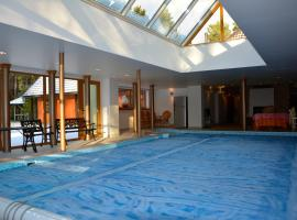 Deluxe Apartment with Pool and Sauna Roja Lettland