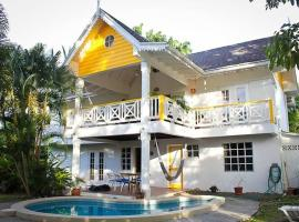 Hotel Photo: Palm Breeze Villa