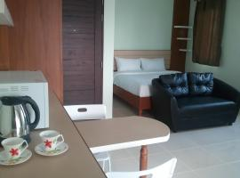 A picture of the hotel: Cheewa Service Apartment