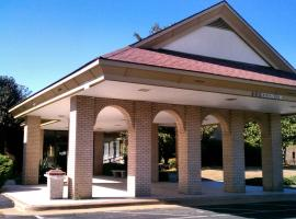 Hotel Photo: Days Inn & Conf Center by Wyndham Southern Pines Pinehurst