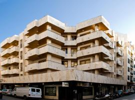 A picture of the hotel: Apartamentos Los Robles