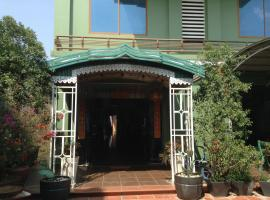 Hotel near Ta Khmau: Golden Star Guesthouse