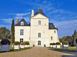 Hotel Photo: Chateau De Charge