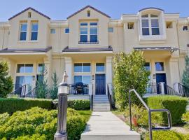 3 Bedroom Townhouse on Stockwell Drive in Mountain View  USA