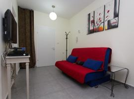 Hotel photo: Marina Bat Yam Apartments - Etsel 8