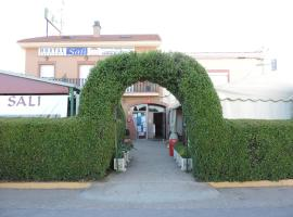 A picture of the hotel: Hostal Sali