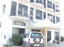 Yamini Guest House And Restaurant  Индия