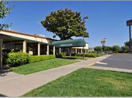 A picture of the hotel: Clarion Inn & Suites Stockton
