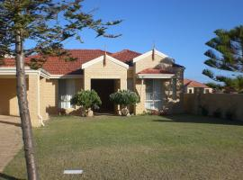 Hotel Photo: Port Bouvard Holiday Home Mandurah