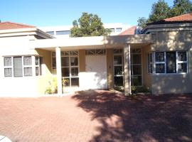 Hotel near Cape Town Intl airport : Broadway Guest House Bellville