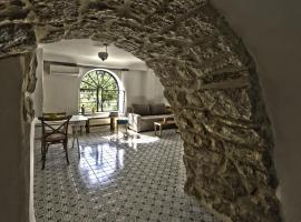 Hotel Photo: The Nest - A Romantic Vacation Home in Ein Kerem - Jerusalem