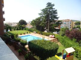 Hotel Photo: Apartaments Playas Lloret -Famous Family Resort Fenals Beach