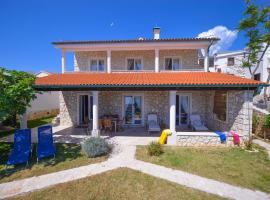 Hotel Photo: Holiday Home Fiola