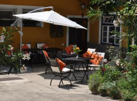 Hotel photo: Grinzinger Gartenidylle