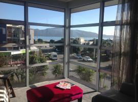 Hotel near  Paraparaumu  airport:  Top Floor Bed and Breakfast