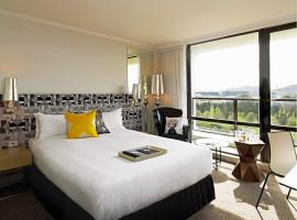 A picture of the hotel: QT Canberra
