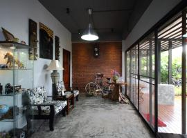 Hotel photo: Mon Lodge & Yoga Donmueang