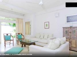 Hotel Photo: Colombo 7 - A Charming White Room